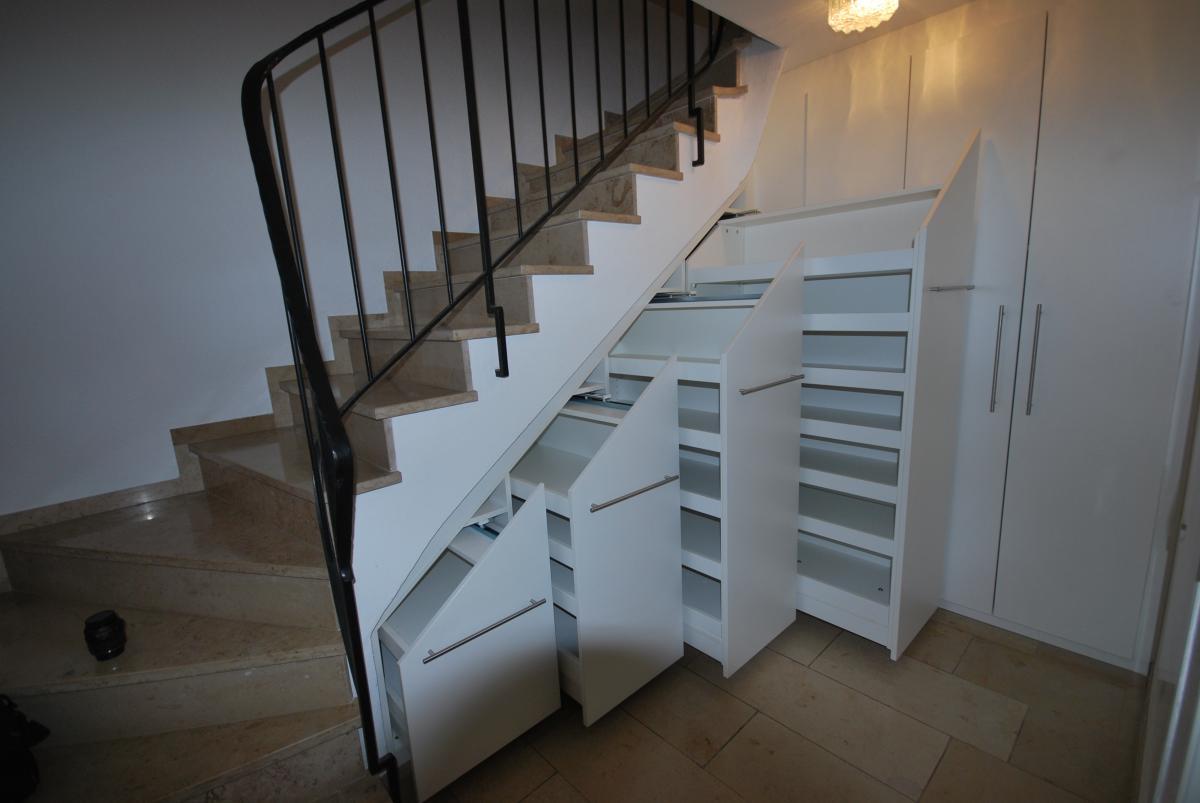 schuhschrank unter treppe